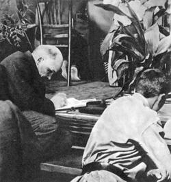 VLADIMIR LENIN (1870-1924) Canvas Print by Granger